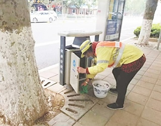 麒麟区:城市环卫设施设备清洗常态化